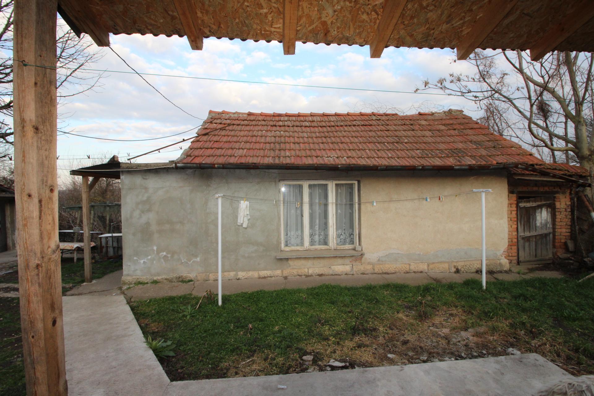 Къща в кв. Долапите 13,000€